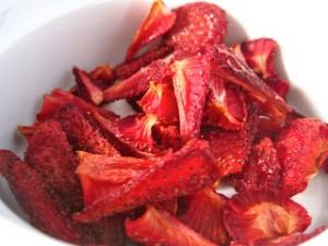 3-recettes-de-chips-de-fruits-fraise