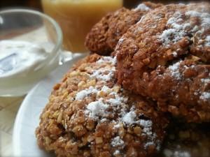 Ореховые печенья с медом, молотой гвоздикой, корицей и имбирем
