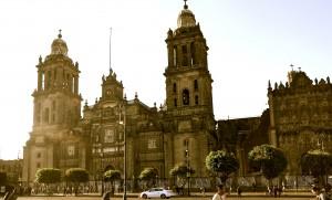 Кафедральный собор в Мехико -самый большой католический храм в Америке