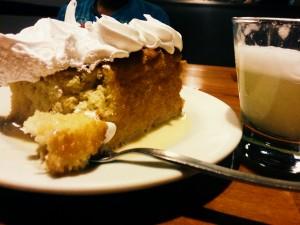 Традиционный десерт: Tres leches