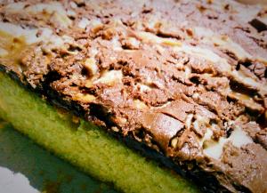 торт пирог с шоколадными батончиками