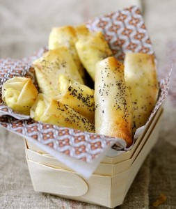 Трубочки из теста фило с сыром