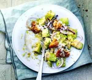 салат цезарь с авокадо