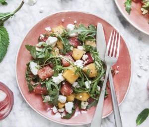 рецепт летнего салата с арбузом, дыней и Фетой
