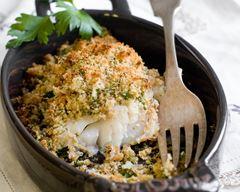 рыба в панировке из фундука и свежих трав