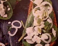 рецепт брускетты с шпинатом и фетой